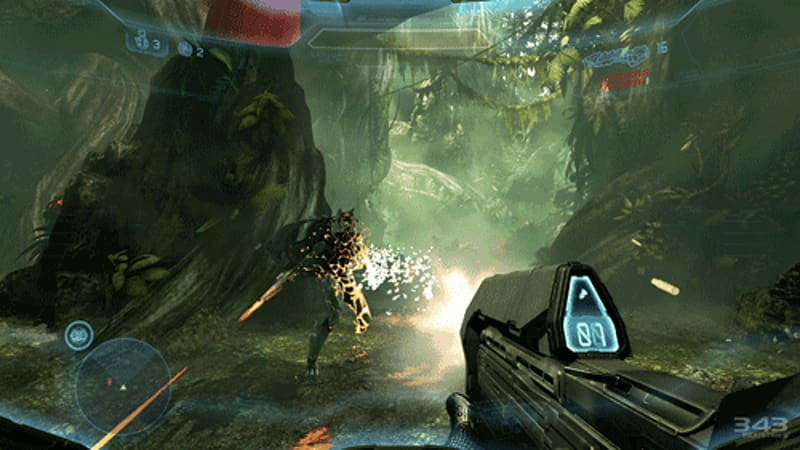 Spartan vs Covenant battles in Halo 4 on Xbox 360