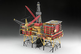 Off-Shore Oilrig North Cormorant 1:200 Scale Model Kit Figurines and Sets