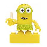 Mega Bloks Despicable Me Minions Series 3 Figure - Kevin (Hula with Banana) screen shot 1