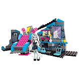 Mega Bloks Monster High Frankie Stein's Electrifying Room Building Set screen shot 2