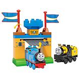 Mega Bloks Thomas & Friends Thomas & Stephen Playset (Castle Gates) screen shot 2