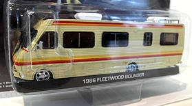 Greenlight 1/64 Scale - 33021 Breaking Bad 1986 Fleetwood Bounder motor home screen shot 1