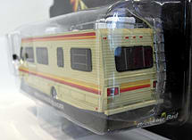 Greenlight 1/64 Scale - 33021 Breaking Bad 1986 Fleetwood Bounder motor home screen shot 2